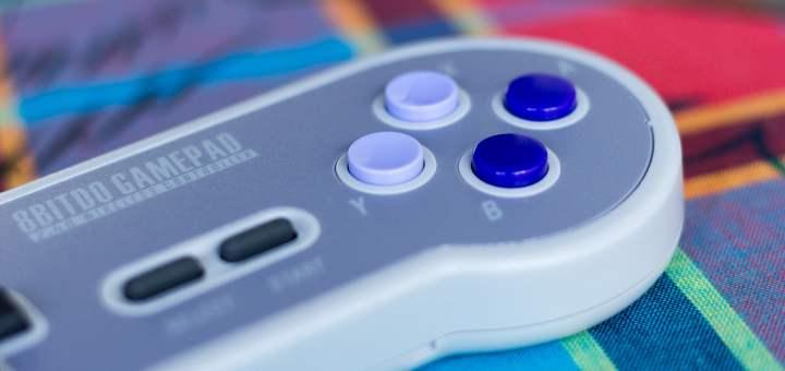 La Manette sans fil 8bitdo pour NES Mini et SNES Mini est aux couleurs de la SNES américaine !