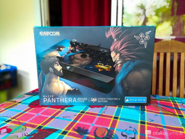 Boite du Stick Arcade Razer Panthera édition Street Fighter V