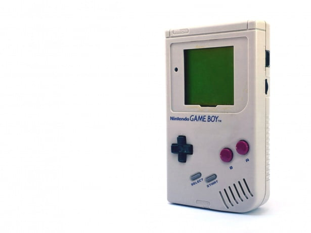 Une Game Boy sans sa protection d'écran.