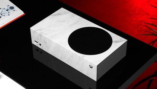 Une Xbox Series S avec un skin dBrand