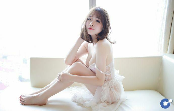 Áo trắng tinh khôi đầy gợi cảm với bộ ảnh áo ngủ của Xu Cake
