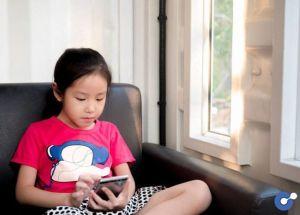 Nhật Bản cho rằng smartphone đang phá hỏng thị lực của học sinh
