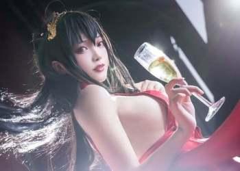 Bỏng mắt khi ngắm nàng waifu nổi tiếng trong tựa game mobile Azur Lane
