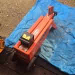 バーベキュー用の薪の準備