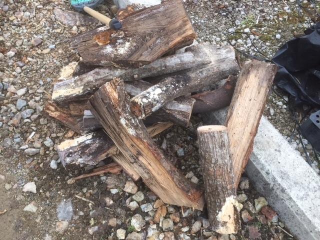 【傷んだ薪】傷んだ販売用薪は、基本自宅用になります。