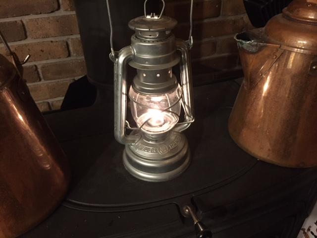 【キャンプしたいぜ】ふと思い立って、ランプをつけてみる