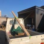 薪棚の屋根施工ですが、頑張ってますよ!  とりあえず、カインズで垂木を買ってきて・・・