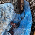 薪割り機のタイヤの空気を入れる