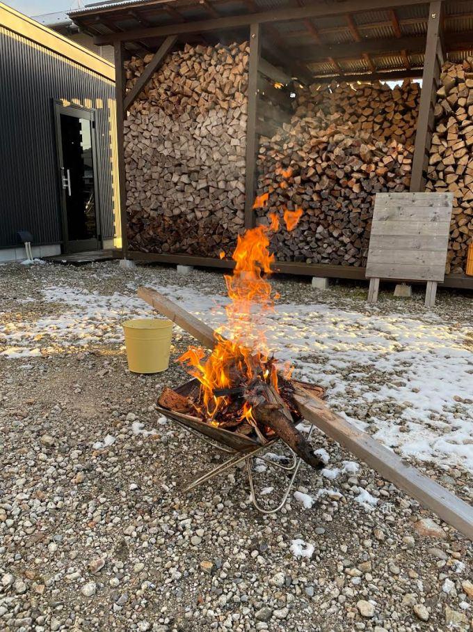 焚き火をしながらコーヒー