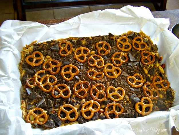 Chocolate Pretzel Cookie Bars 037
