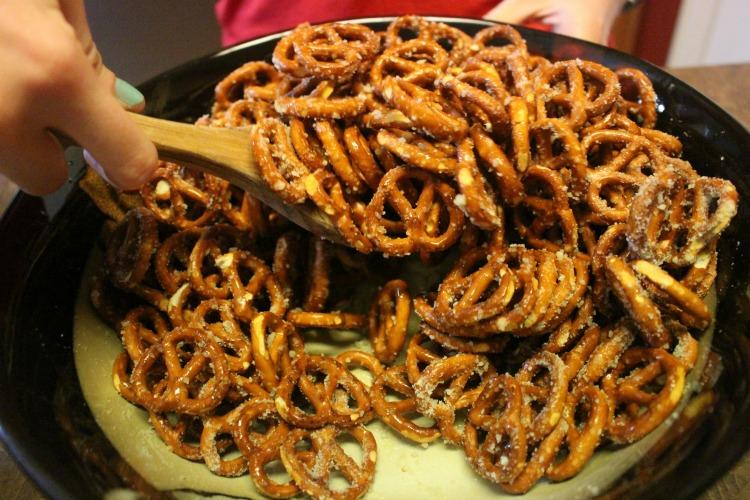 garlic-parmesan-pretzels