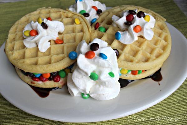 1 Waffle Ice Cream Sandwiches #ad #EggoWaffleBar