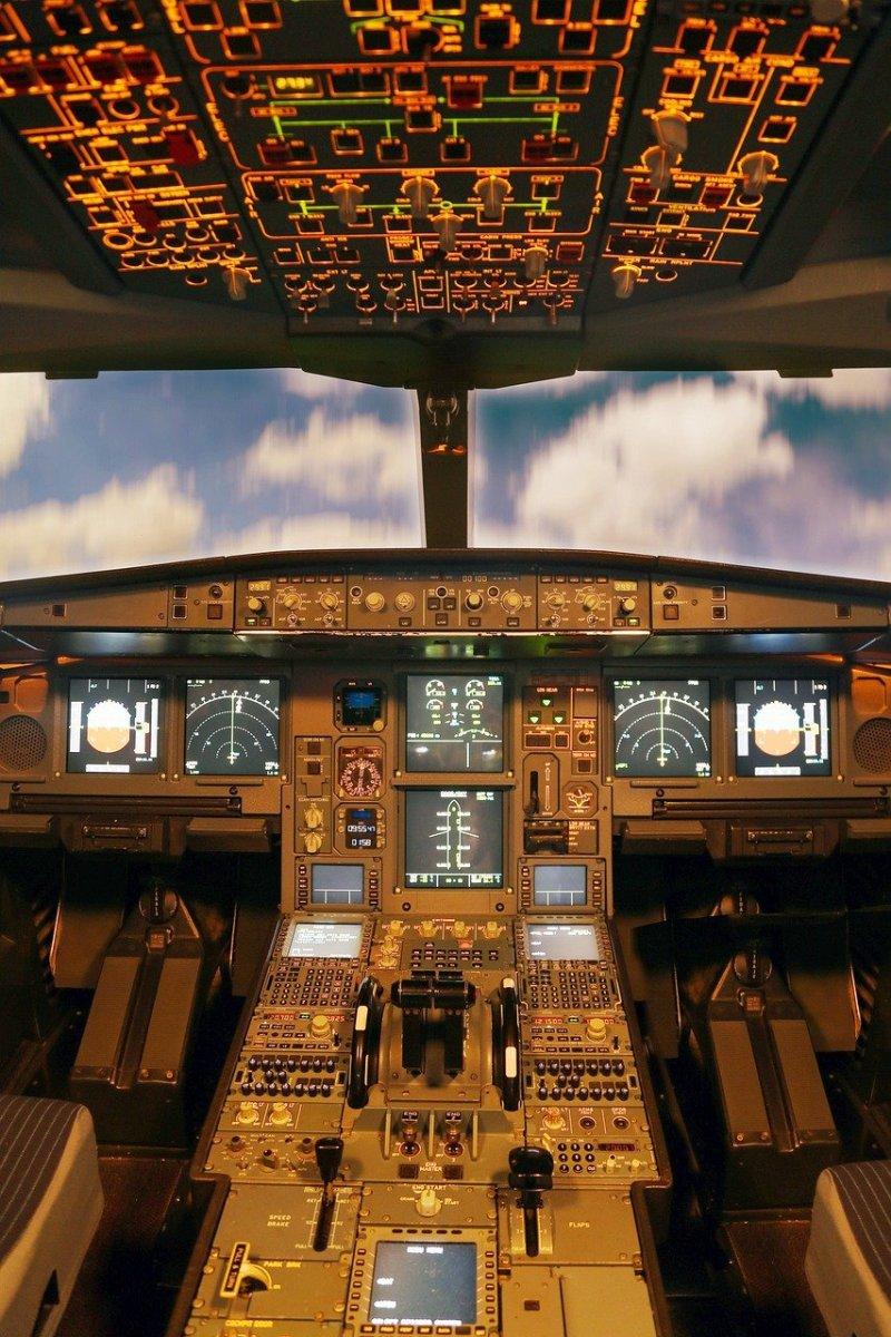 cockpit 4936557 1280