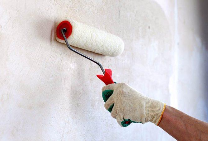 валик на стене
