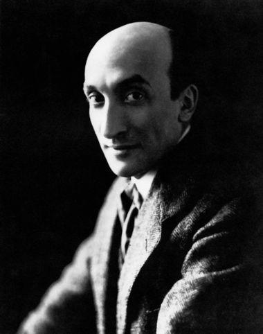 Жак Копо, 1917. Основатель знаменитого театра «Старая голубятня» (1913—1924). В 1924 году закрыл свой театр в Париже и вместе с учениками переехал в Бургонь.