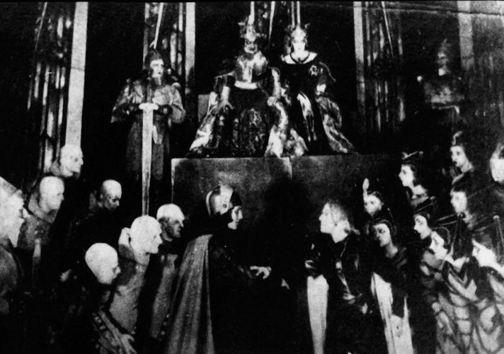 Сцена из спектакля «Гамлет» (МХАТ 2‐Й, 1924)