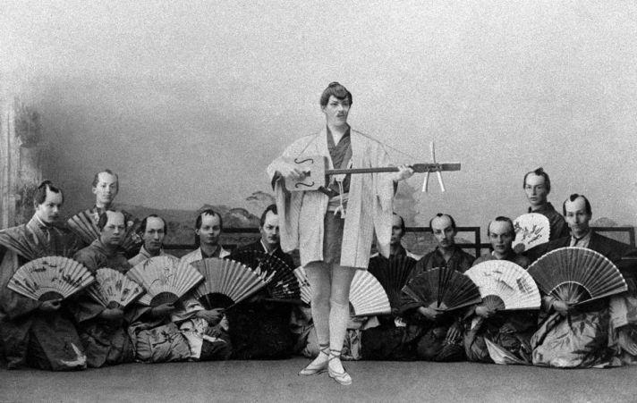 Начинающий артист Константин Станиславский в роли Нанки-Пу в оперетте Гилберта и Салливана «Микадо», 1880