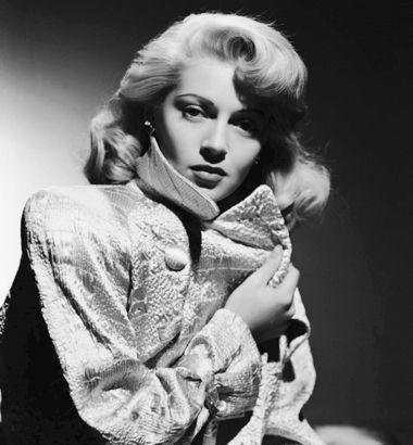 Лана Тёрнер запристрастие кобтягивающим  свитерам имела прозвище «Девушка всвитере»,  заотсутствие бровей— «Девушка с  подрисованными бровями».