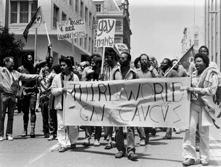 Один из первых гей-парадов — марш тридцати активистов за права геев в Сан-Франциско, 1970.