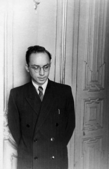 Антрополог Лев Клейн арестован в 1981-м по обвинению в мужеложестве и приговорен к трем годам заключения, которые по кассации заменили на полтора года.