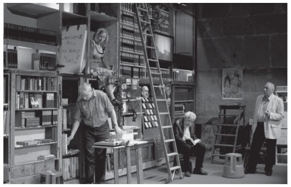 «Карл Маркс: «Капитал». Том 1», концепция и постановка Хельгард Хауг и Даниэля Ветцеля, Rimini Protokoll, 2006.