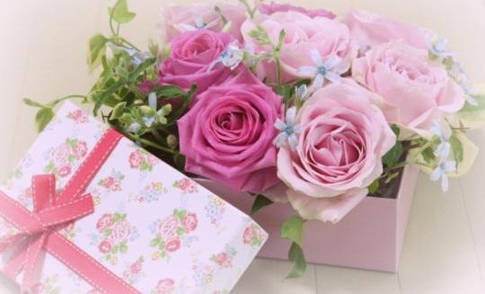 母の日のプレゼントはお花以外だと何を贈ったらいいのか迷います