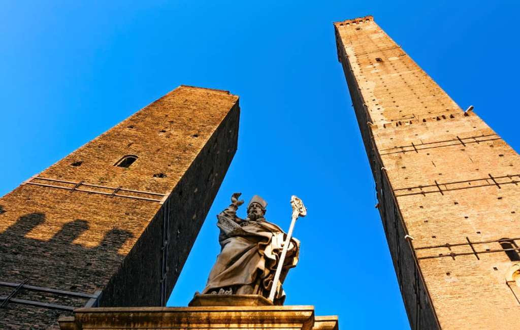 Most photographed places in Italy: Bologna's two towers