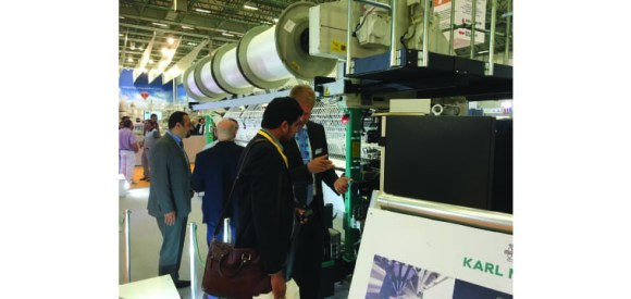 Lively interest in the HKS 4-M EL showen at KARL MAYER's boost at ITM 2016