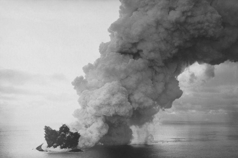 800px-surtsey_eruption_2