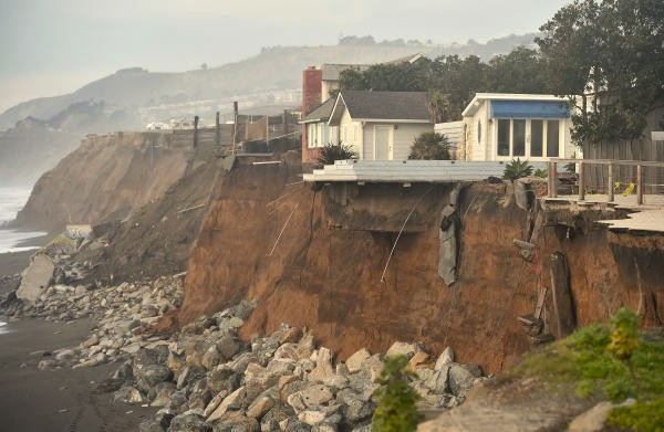 pacifica-01-2016-six-meters-coastal-cliff-gone-2