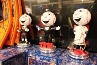 Mr. Met bobbleheads for every occassion.