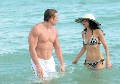 bethenny-frankel-miami-beach-date-with-hunky-mystery-man-262