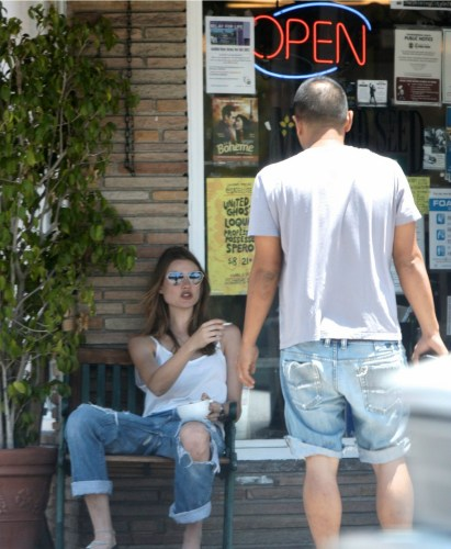 adam-levine-behati-prinsloo-new-couple-03