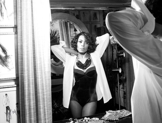 angela-bassett-VIOLET GERY BLACK AND WHITE _OTHER SIDE OF THE FAME feature-4