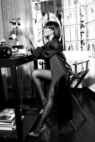 angela-bassett-VIOLET GERY BLACK AND WHITE _OTHER SIDE OF THE FAME feature-5