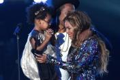 BEYONCE JAYZ AND BLU _CUTEST PHOTO EVER