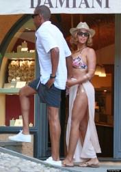 Beyonce & Jay Z Cozy Up In Portofino
