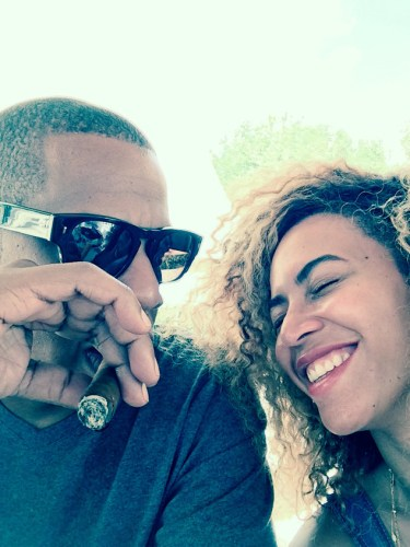JAY Z AND BEYONCE _OTHERSIDEOFTHEFAME