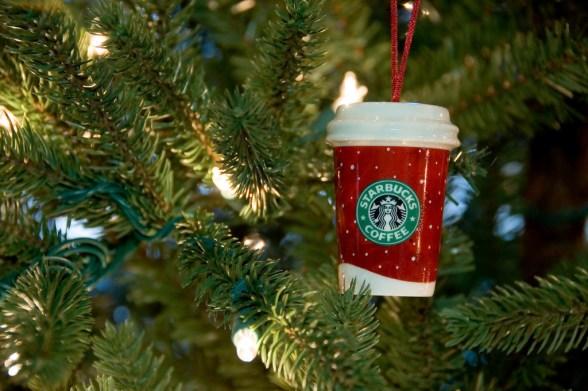 Starbucks-tree-ornament-red-cup