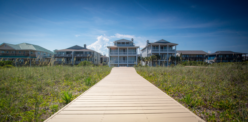 Poverty and Wealth Clash in the Hamptons