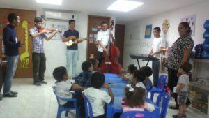Clase de música en Otilca