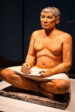 Imagem da escultura do Escriba Sentado