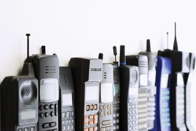 """Stari mobilni odjednom u modi: Kako je """"cigla"""" postala retro?"""