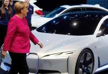 Angela Merkel, elektrikli araçları destekliyor