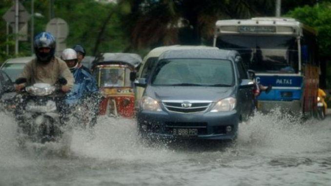 Tips Merawat Mobil Terkena Hujan