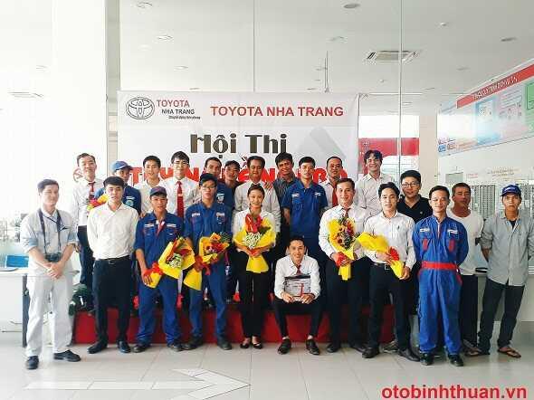 Doi ngu nhan vien cua Toyota Nha Trang  otobinhthuan vn