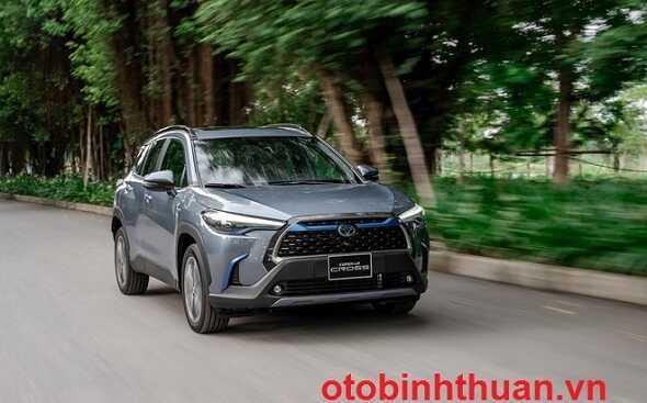 Gia xe Corolla Cross lan banh tai Toyota Dak Nong