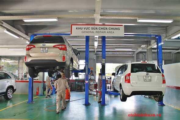 Khach vao lam bao duong tai Dai ly Toyota Vung Tau otobinhthuan vn