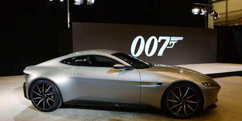 """Komparasi: """"Mobil Bond Terbaru"""" Versus DB5 yang Ikonik"""
