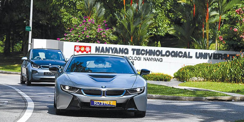 MOTORTREND Indonesia Review: BMW i Drive Singapore, 'Embrace The Future'